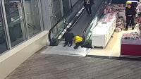 商场扶梯夹断男童手指 断指失踪
