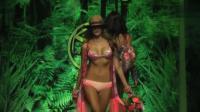 国外内衣时装秀: 女模特展示神秘内衣, 整个秀场一片绿色!