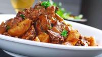 这是一道硬菜, 周末朋友来家里, 学会这道泡菜(酸菜)土豆炒鸭, 你也可以得瑟下
