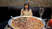 木下大胃王: 来到北京吃了一个也许是亚洲最大的披萨, 配上青岛啤酒等