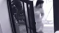 男童家门口被强行拐走 群众抓住人贩围殴