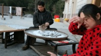 农村最贤惠的女人, 靠自己做粑粑手艺养活一家人, 背后的故事