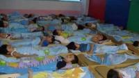 5岁孩子幼儿园午睡死亡, 看完监控妈妈再也忍不住了!
