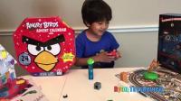 瑞恩和朋友一块打开愤怒的小鸟和托马斯小火车玩具