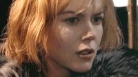 几分钟看完惊悚片《狗镇》一位少女受尽全镇凌辱后屠村的故事