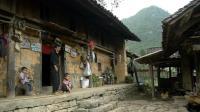 中国人去越南, 实拍越南贫困农村人的生活, 很多人住这种木房子