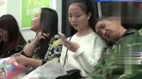 农民工靠在陌生人肩上入睡 女孩的做法让人竖起大拇指!