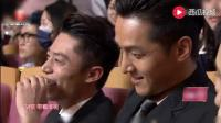 蒋欣台上颁奖, 台下王凯却在做这个手势, 网友: 暗示了什么