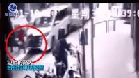 私家车礼让行人被公交追尾 一路人被撞飞