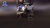 男子砸毁一排ATM机 被民警当场控制