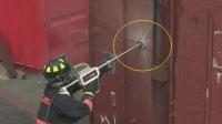 老外发明的高压救火水枪, 连钢板都能穿透, 灭火超快