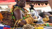 非洲土豪的快乐生活: 纯金的马桶和汽车, 还爱娶中国姑娘!