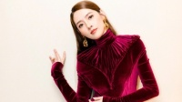 八卦:郭碧婷庆生穿洛丽塔短裙时髦性感