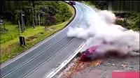 这绝对是见过的最大动静的车祸, 没有之一