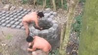 原始技术徒手建房(第八集)加固水井, 做个水桶花几天时间