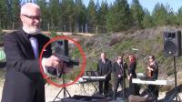 俄罗斯老头用手枪演奏世界名曲,怕死的不让听,你敢吗