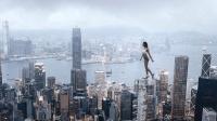 俄罗斯最牛女人: 在300米高楼顶练瑜伽, 只是看看手心就直冒汗! #晨习夜读#