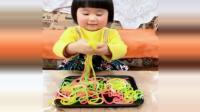 土灶美食: 小汤圆吃葫芦糖果, 能吃还能玩, 小姑娘挺可爱