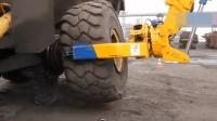 大卡车极端的轮胎修补更换很费劲, 这位师傅的水平太厉害了