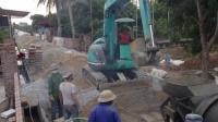 用挖掘机在农村这样修水泥路, 我只服中国, 这速度太快了吧!