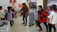 女子背娃超市偷窃 售货员搜身擒获