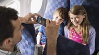 """飞机上可以玩手机了! 东航海航今日""""率先开机"""""""