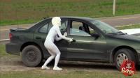 外星人恶搞: 逃跑的外星人躲你车里了, 你举报吗
