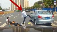被女司机撞倒后, 老大爷猛然一脚踹了过去!