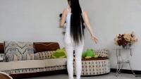 居家美妇白色紧身裤搭高跟鞋, 在家跳舞, 十分养眼!