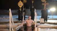 普京冒严寒冰水中沐浴, 秀健硕身材庆主显节