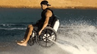 人家发明的水上飞行器, 专为残疾人而设计, 能在水面上飞行