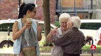 国外街头恶搞, 这个老太太真够风流的