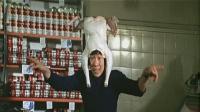 李国杰的早期喜剧片《半斤八两》这部电影说的是他从打工仔变身老板的故事