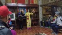 广西德天壮家古寨越南两姐妹唱越南情歌完全听不懂的感觉