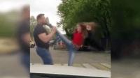 汽车撞到美女后, 司机下车还想打人, 美女的反应真是神了啊