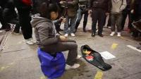 少女旺角街頭表演二胡 (歡樂年年, 上海灘)