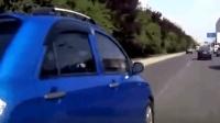 霸道女司机强行加塞, 反复别车不肯善罢甘休, 男司机撞出二里地!