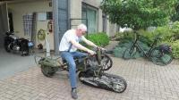 大叔给摩托车装上履带, 发动后这速度还可以哦
