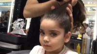 妹纸爱漂亮, 要发型师给她扎个不一样的丸子头