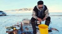 冰上生堆火, 钓上的鱼直接烤着吃, 和家人一起分享美味