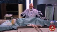 外星人恶搞: 手术台上的外星人手突然动了一下, 这是要吓死谁