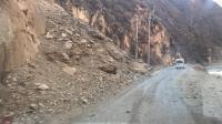 川藏线比较危险的一段, 上面石头太大了
