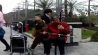 深圳街头骆老二胡演奏《滚滚红尘》, 高手在民间! _超清