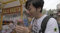 印度的恐怖冰棍, 敢吃的都是条汉子! 中国小哥明显被吓住了