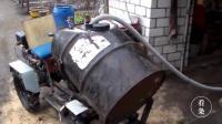 国外农民发明小型施肥机, 永远不能低估一个懒人的创造力啊!
