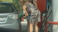 女司机加油站意外事故 这行为简直让人崩溃