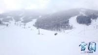 滑雪大雪中航拍吉林万科松花湖滑雪场 雪花清晰可见 美到窒息