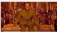 末代皇帝溥仪排队买门票进故宫, 坐在龙椅上, 他笑了!