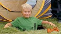 恶搞: 小男孩明明跑进了帐篷, 但是打开一下人不见了, 这是为什么