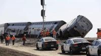 美国一列车与货车相撞脱轨 数十人死伤